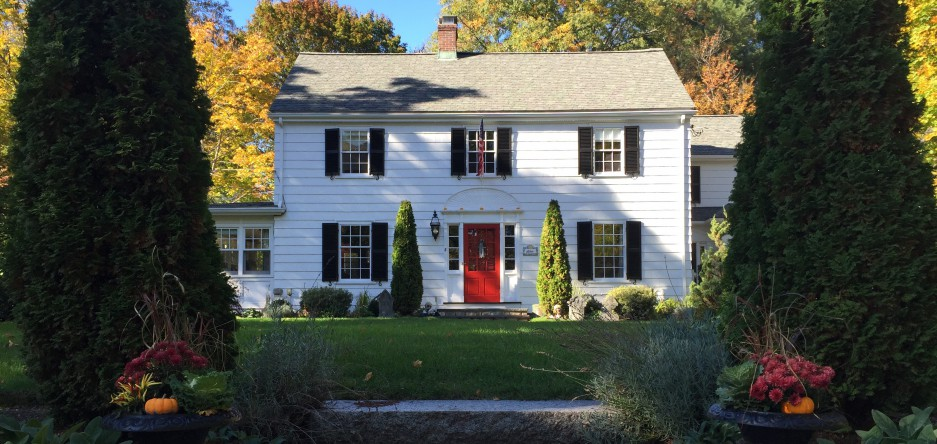 White house red door nurturing friends and family one for House friend door