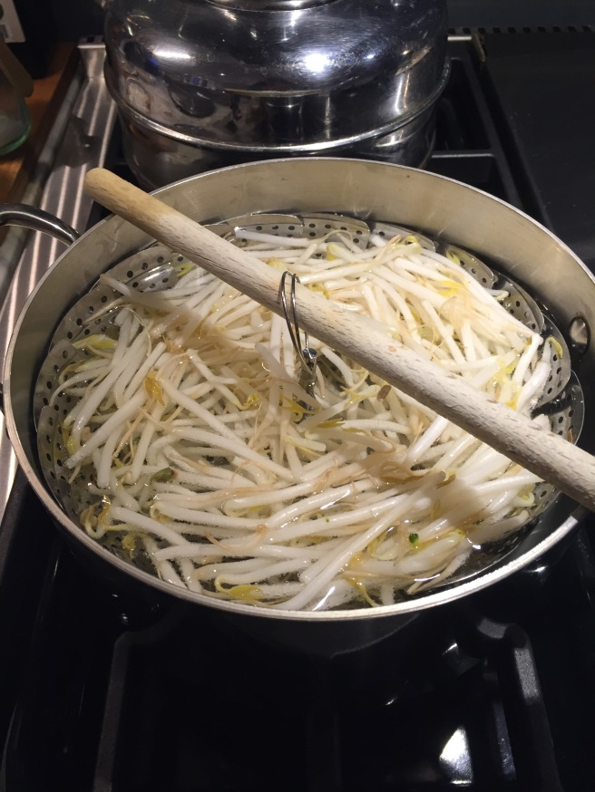 Blanching bean sprouts