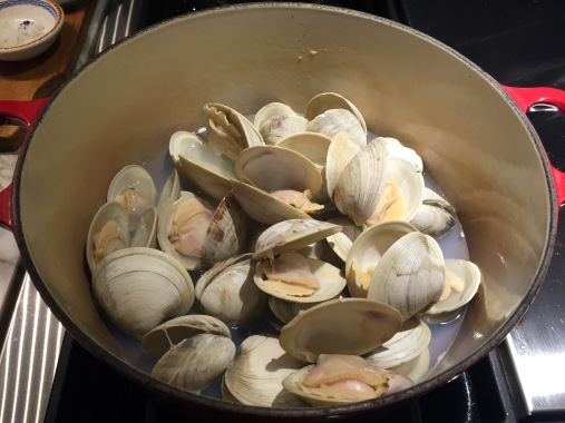 Steamed clams in dutch oven